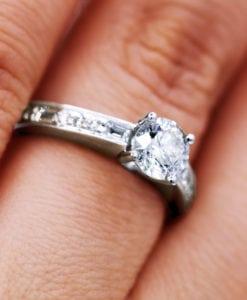 Beautiful 0.90 Ct Round Diamond Engagement Ring
